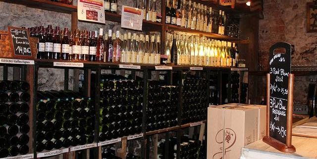 Erleben Sie das besondere Ereignis einer Weinprobe mit dem Escort Model