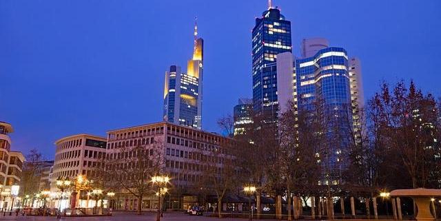 Lassen Sie sich von uns zu einem unbergesslichen Abend in Frankfurt verführen