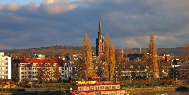 Erleben Sie gebildete und intelligente Escorts in Bonn, egal welchen typ Frau Sie suchen.