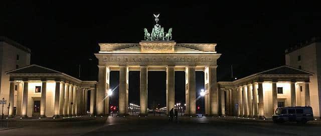 Tanzen Sie mit Sweet Passion Escort Berlin unter den Sternen