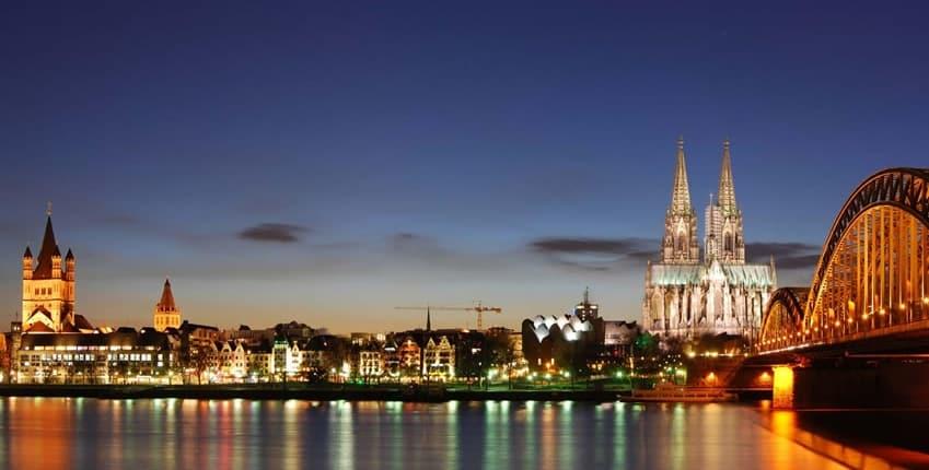 Lassen Sie sich von Sweet Passion Escort Begleiterinnen in Köln verzaubern.
