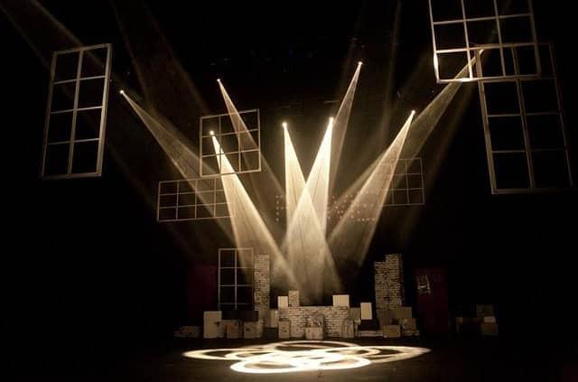 Erleben Sie einen wundervollen Abend im Theater mit einer Dame vom Escort Berlin
