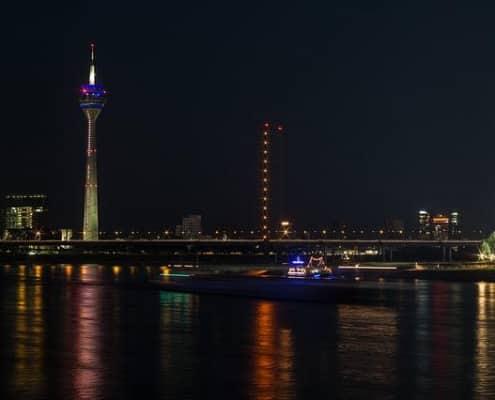 Escort Düsseldorf verzaubert mit dem Rheinturm und tollen Escortladies.