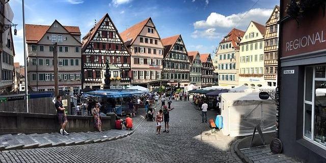 Feiern Sie das Stadtfest in Begleitung einer Dame vom Escort WÜrzburg Service