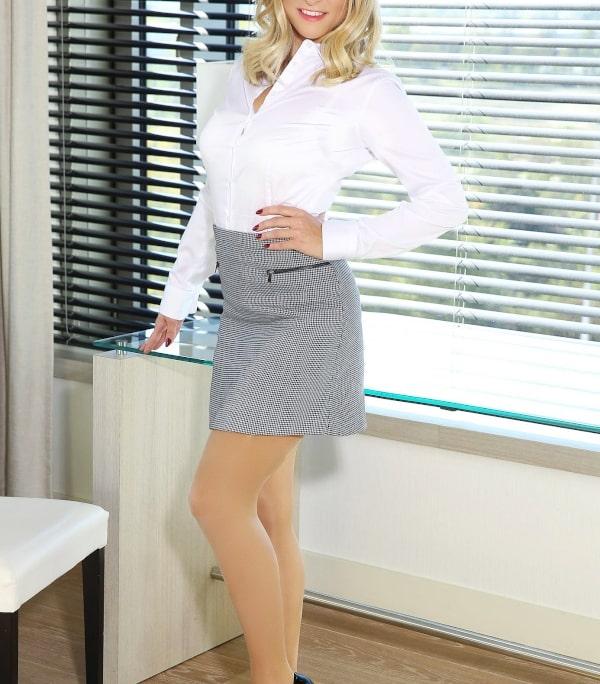 Sie werden eine tolle Zeit mit Isabella- High Class Escort Model aus Düsseldorf erleben und geniessen