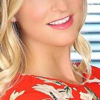 Lassen Sie sich von der blonden Isabella - Escort Model Düsseldorf in ihren Bann ziehen