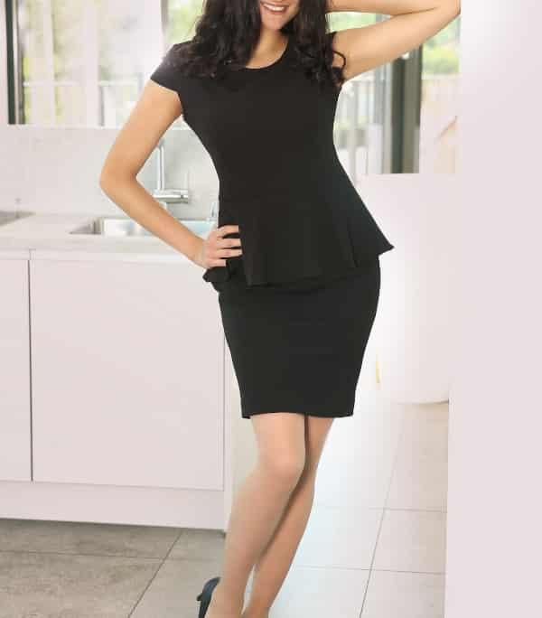 Unsere Mara - Escort Model Münster verzaubert im scharzen Kleid mit schwarzen High Heels