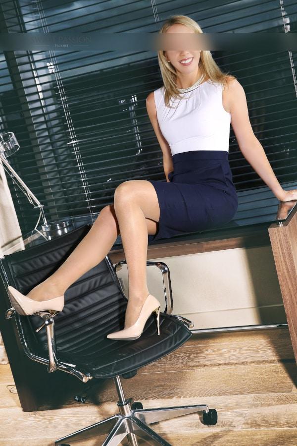 Suchen SIe das besondere? Mit Escort Business Lady Celine werden SIe fündig.