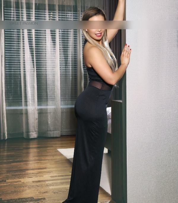 Sweet Passion Escort Agentur Model Lena wird Ihnen den Atem in jeder Hinsicht rauben.