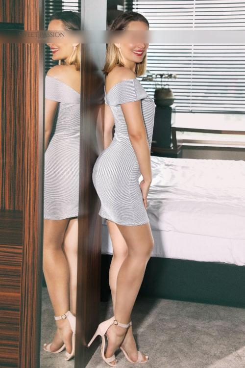 Freuen Sie sich auf intime Stunden mit dem schlanken Escortmodel Jolie.