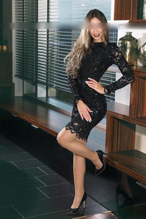 Buchen Sie das elegante Escort Bella für ein Date im Hotel.