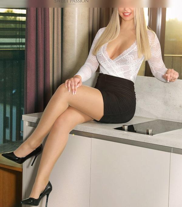 Lassen Sie sich von Business Escort Stuttgart Selina zu jedem Event begleiten.